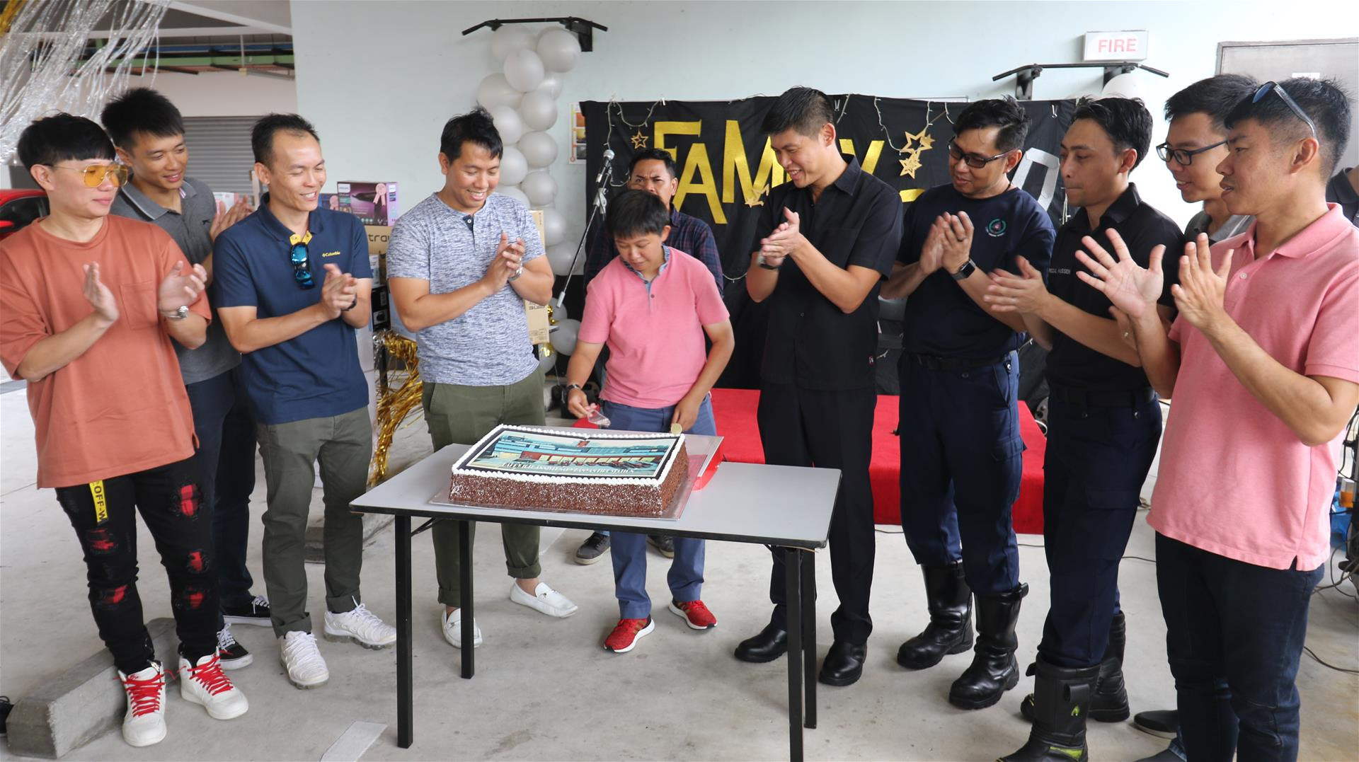 Cake cutting ceremony to commemorate the 10th year anniversary of the station